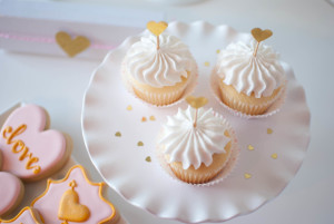 Valentine's Day Champagne Cupcakes with Champagne Frosting