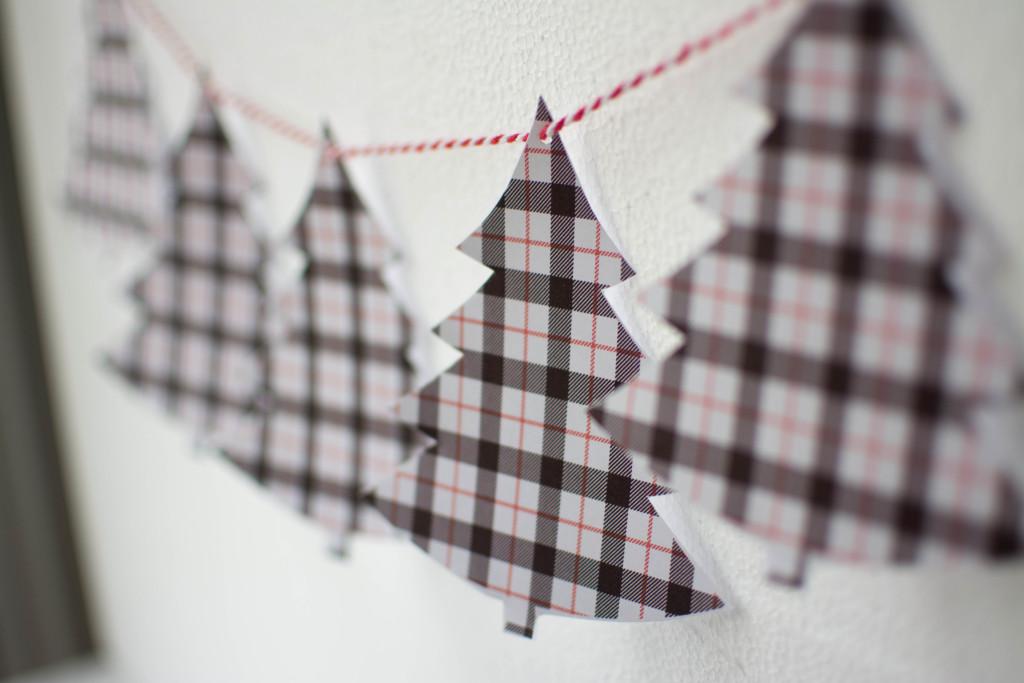 {Freebie} Printable Plaid Christmas Tree Garland