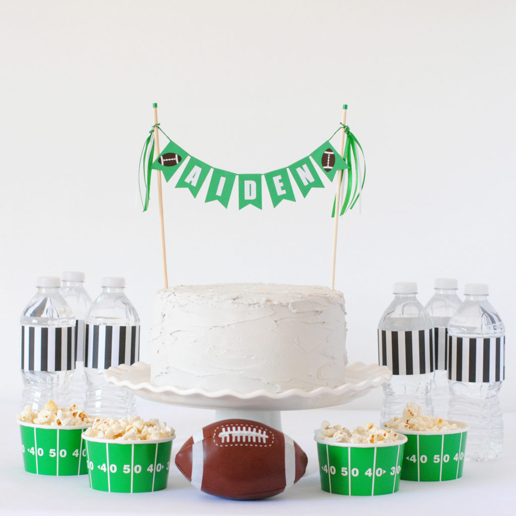 How to dress up simple birthday cakes #caketoppers #DIYbirthdaycake #DIYpartyideas #footballparty
