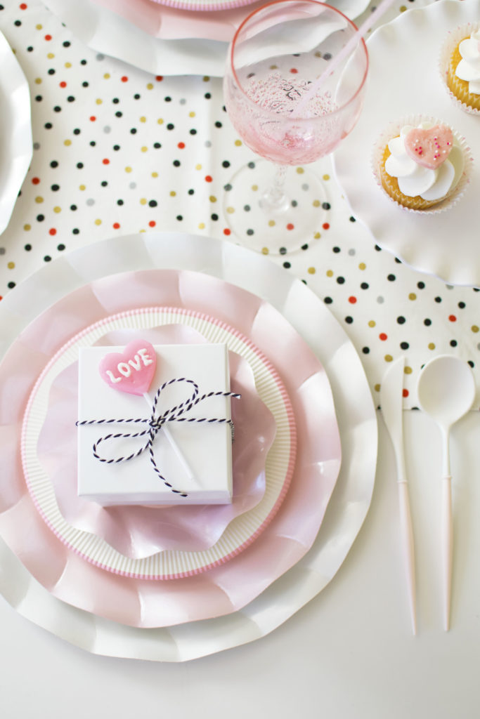 How to set up a quick & easy Valentine's Day Tablescape Two Ways