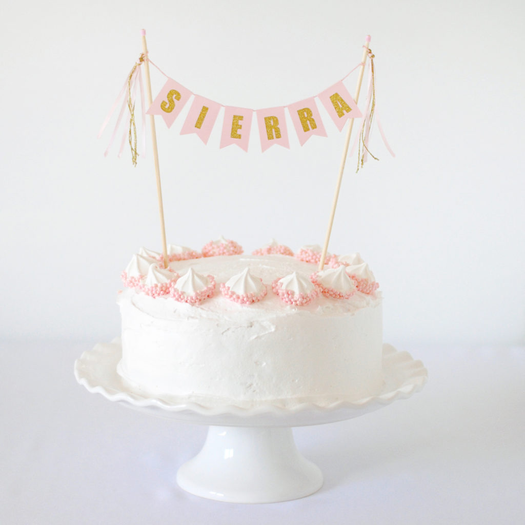 How to dress up simple birthday cakes #caketoppers #DIYbirthdaycake #DIYpartyideas