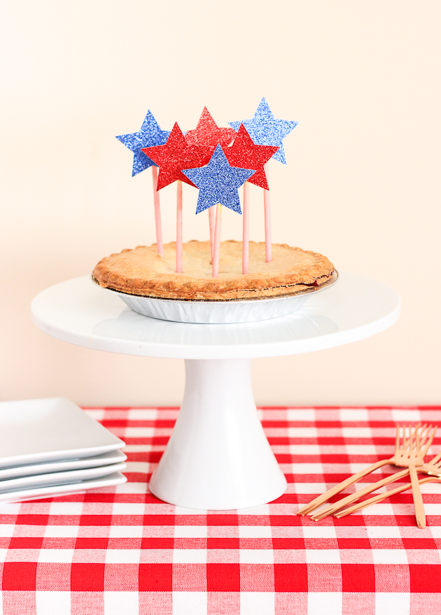 DIY FOURTH OF JULY PIE TOPPER
