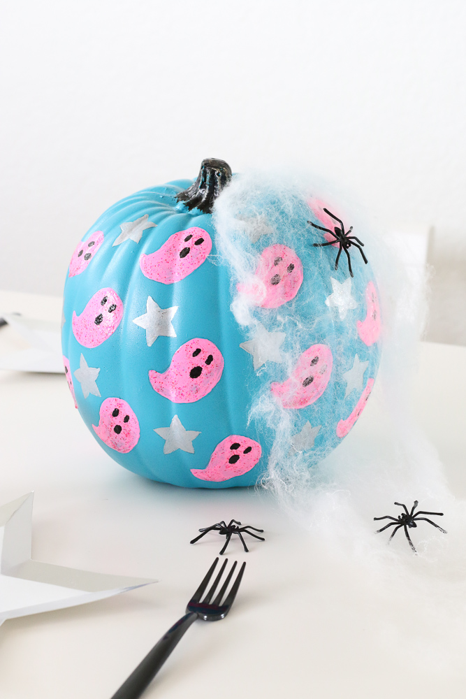 DIY Ghost and Stars Halloween Pumpkin